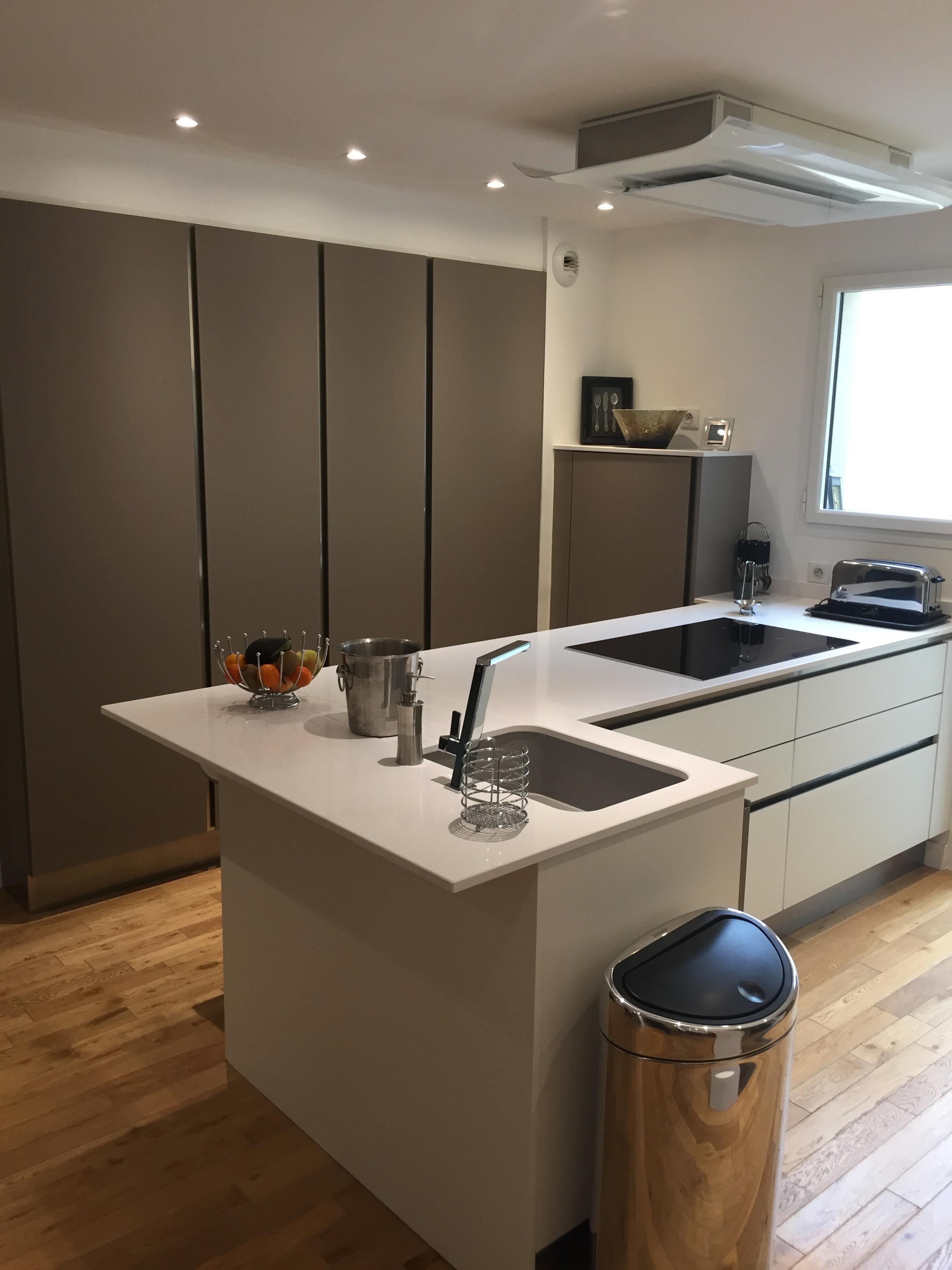 cuisine ouverte fonctionnelle et optimis e projets maison. Black Bedroom Furniture Sets. Home Design Ideas